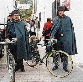 civil_amb_bicicleta.jpg